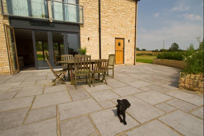 Exterior flagstones for your garden and hard landscaping